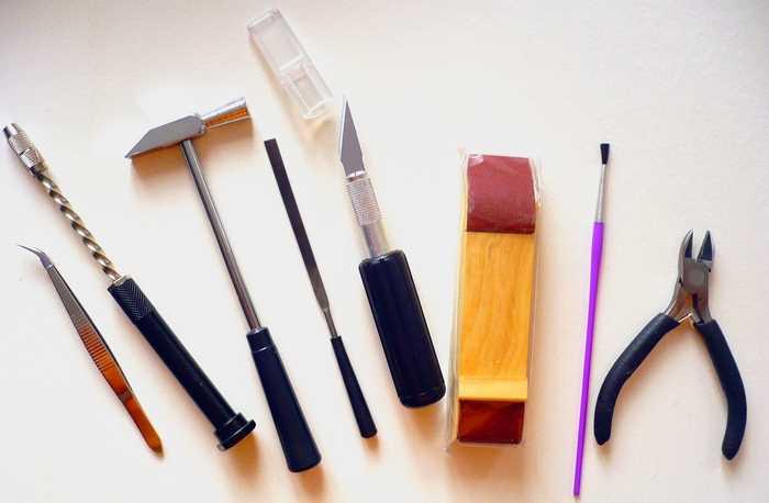 Инструменты, рекомендуемые для сборки пластиковых и деревянных моделей