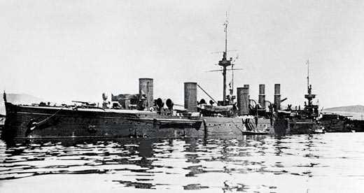 """Не желая сдаваться японцам, команда крейсера """"Новик"""" затопила свой корабль"""