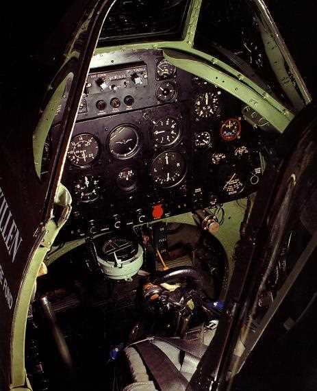 Внутри кабины самолета. Интерьер кабины английских самолетов времен Второй мировой войны.